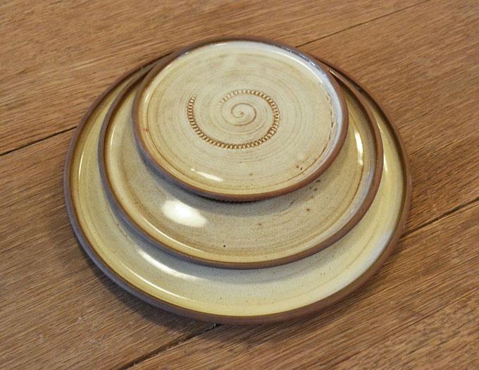 round_plates_large_cream